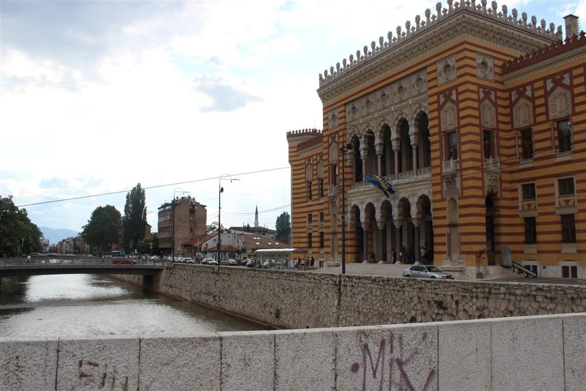 saraybosna-belediye-binasi